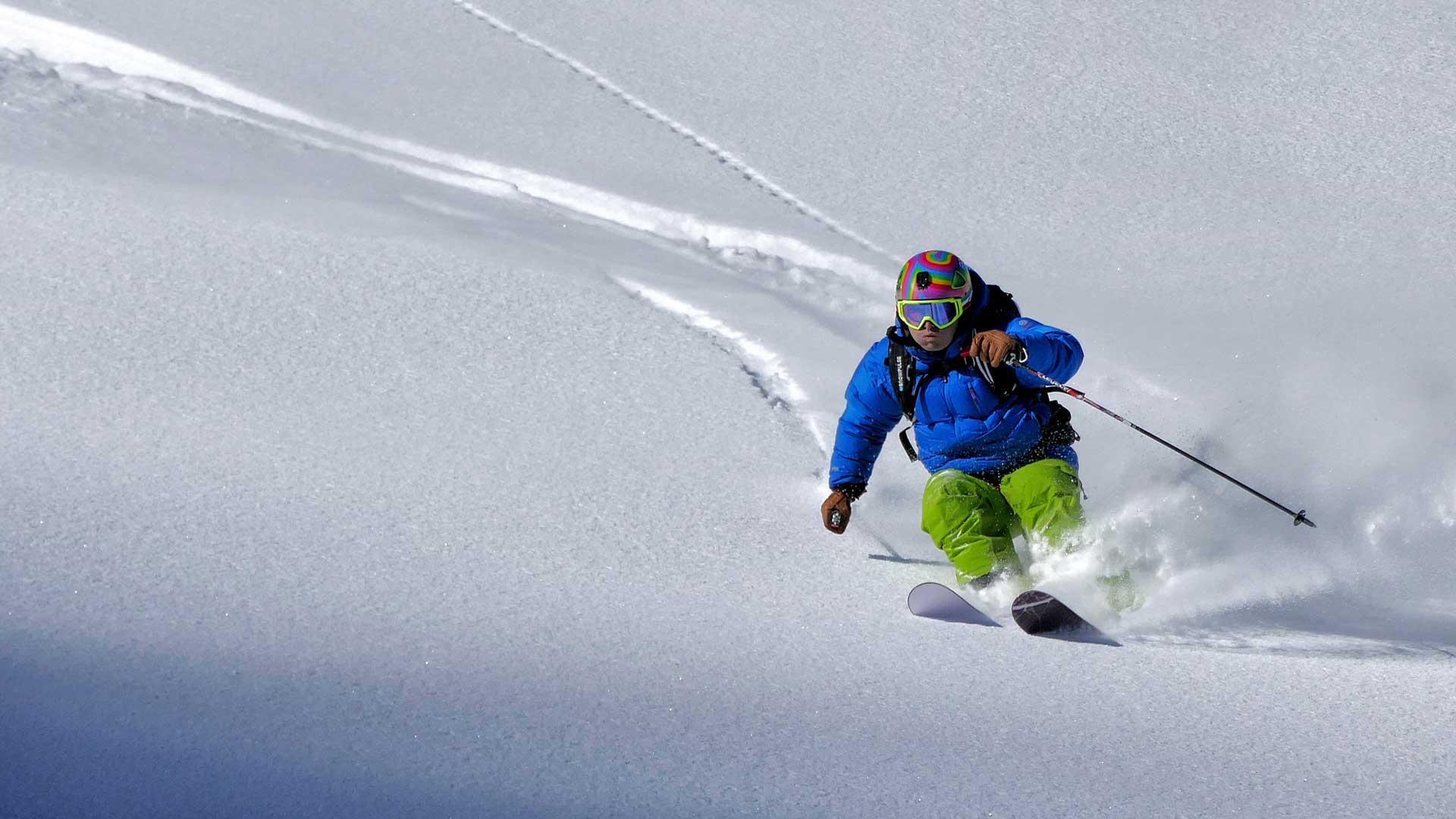 Used-Powder-Skis-On-DailyMirror.Today