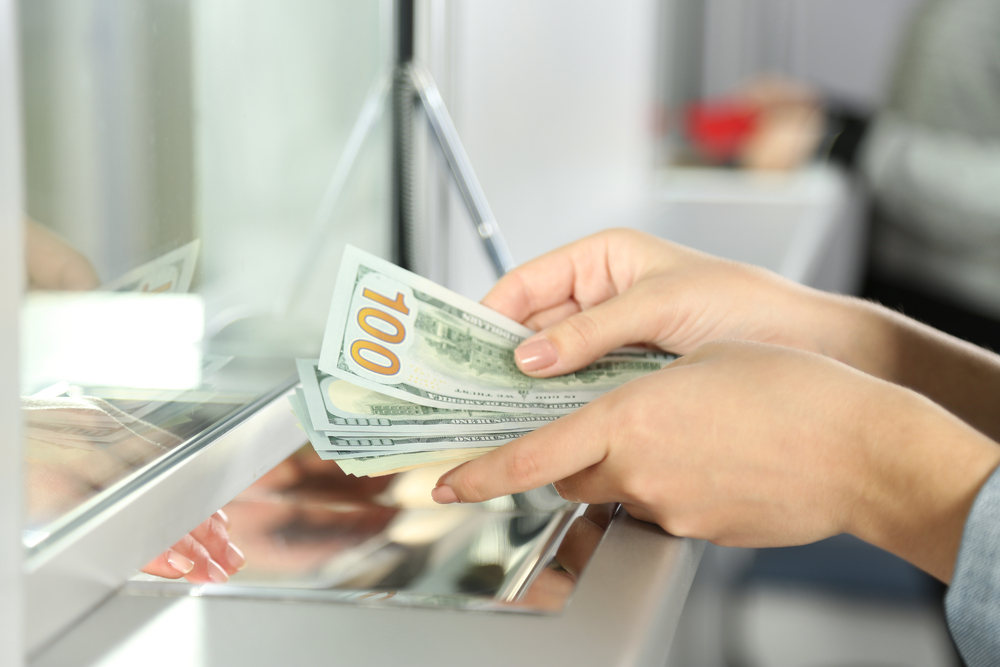 Tips To Avoid Crazy High Fees For Currency Exchange