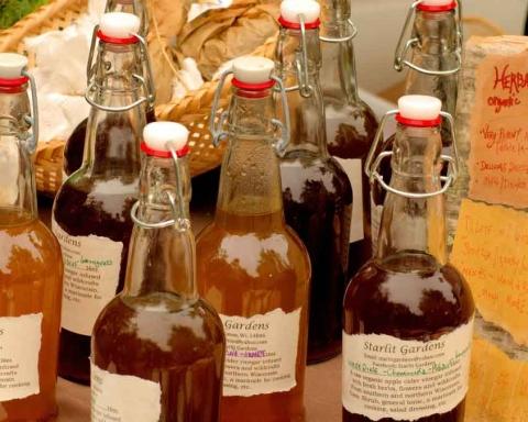 5-Essential-Apple-Cider-Vinegar-Benefits-for-Skin-on-dailymirror